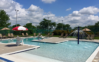 Outdoor pool at Hershey Lodge