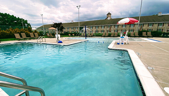 The outoor pool at Hershey Lodge